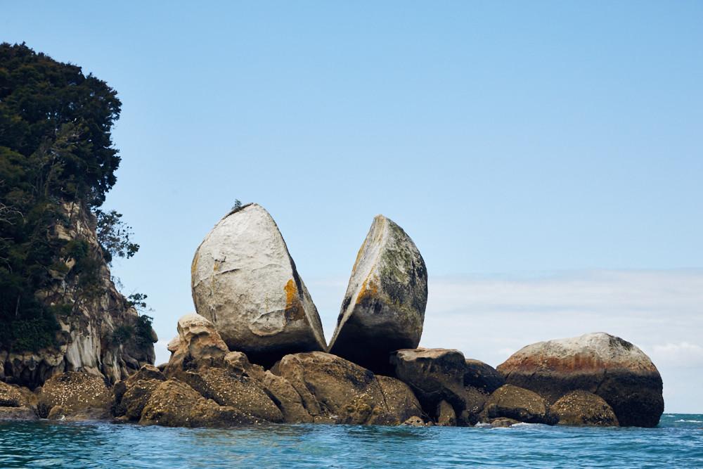 Die Kajaktour zum Split Apple Rock: Endlich hatten wir ihn erreicht, den gespaltenen Stein in Neuseeland