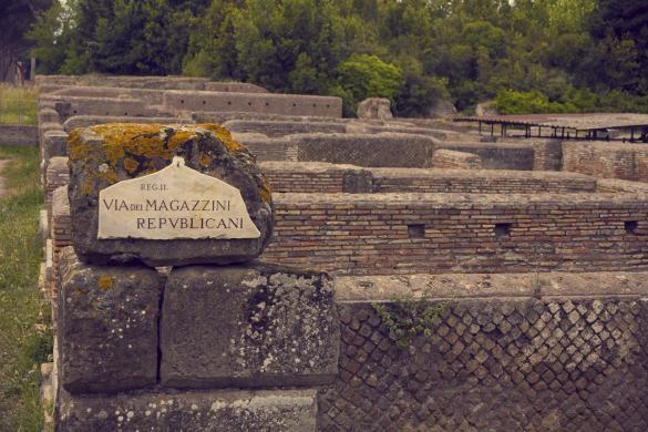 Ostia Antica, miles and shores, Rom, Städtetrip, citytrip, reisen, Reiseblog, Ruinen, Ruinenstadt, Straßenschild