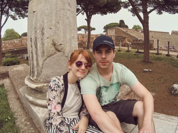 Ostia Antica, miles and shores, Rom, Städtetrip, citytrip, reisen, Reiseblog, Ruinen, Ruinenstadt, Chrisi und Ronnie, Portrait