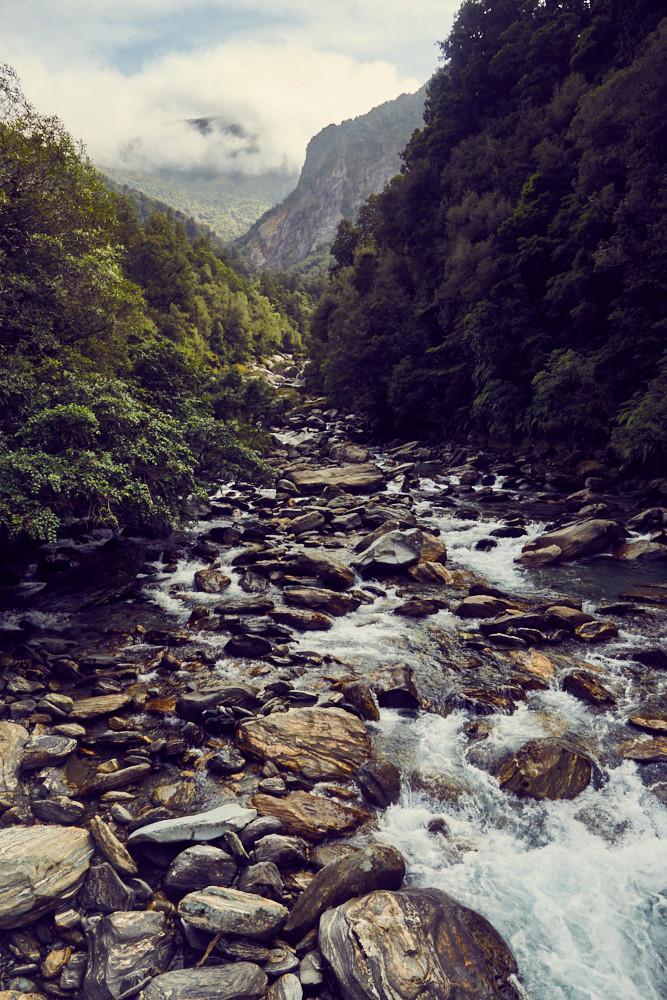 Copland Track, Wanderung, Wanderroute, wandern, 17 km, Fluss, Flussbett, Steine, Regenwald, Urwald, Aussicht, view, sonnig, good weather