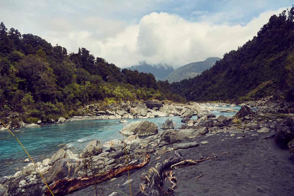 Copland Track, Gletscherfluss, Gletscherbach, eisblau, klar, Wanderweg, Wanderweg, Flusswanderung