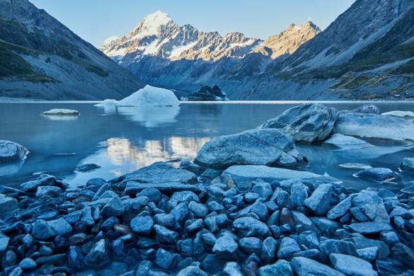 Hooker Lake, Hooker Valley Track, Mount Cook, Berg, Nationalpark, Gletschersee, Eis, Eisberg, Steine, See, Ausblick, besonders, schoen, Tipp, viele Touristen, wunderschoen, best of, Must See, Neuseeland, New Zealand, South Island, Südinsel