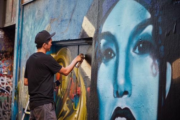 Hosier Lane, Graffiti, Künstler, Kuenstler, Sprayer, Gemälde, Bild, anfertigen, zusehen, Städtetrip, Must See