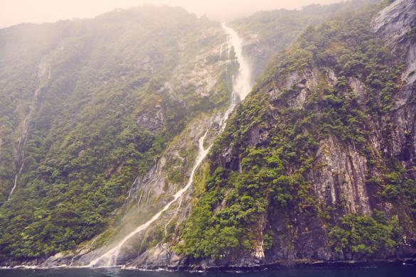 Milford Sound, Wasserfälle, bei Regen, regnerisch, bad weather, Wasserfall, ausgeprägt,