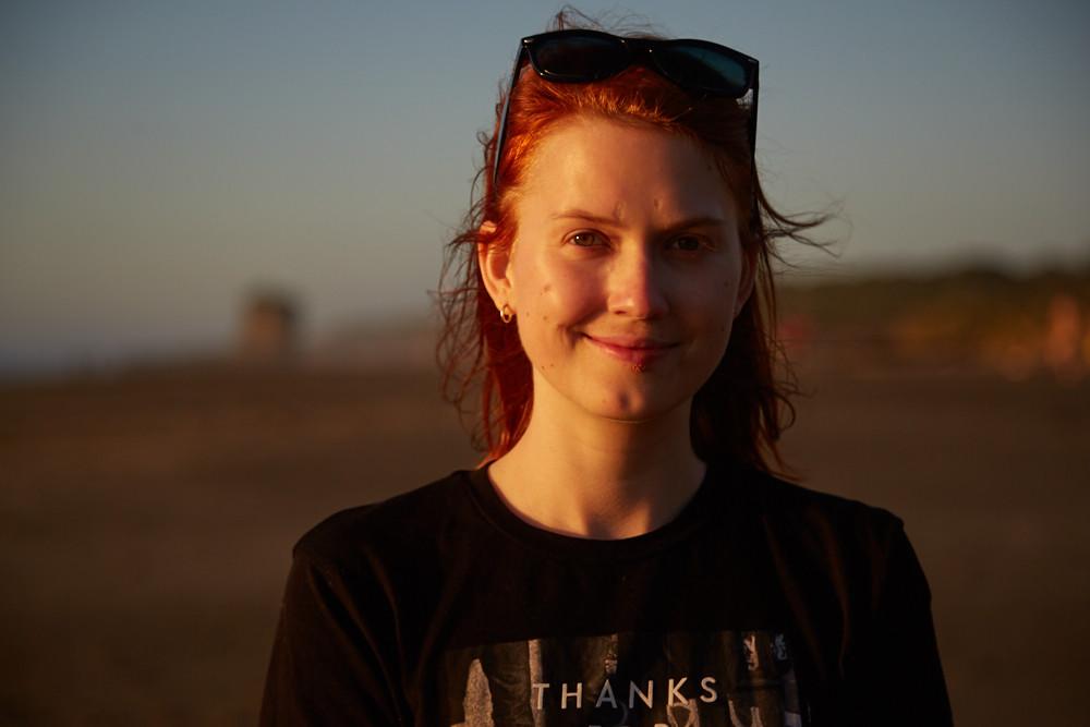 Christina Reisebloggerin bei Miles and Shores während des Neuseeland Urlaubes in Punakaiki auf der Südinsel