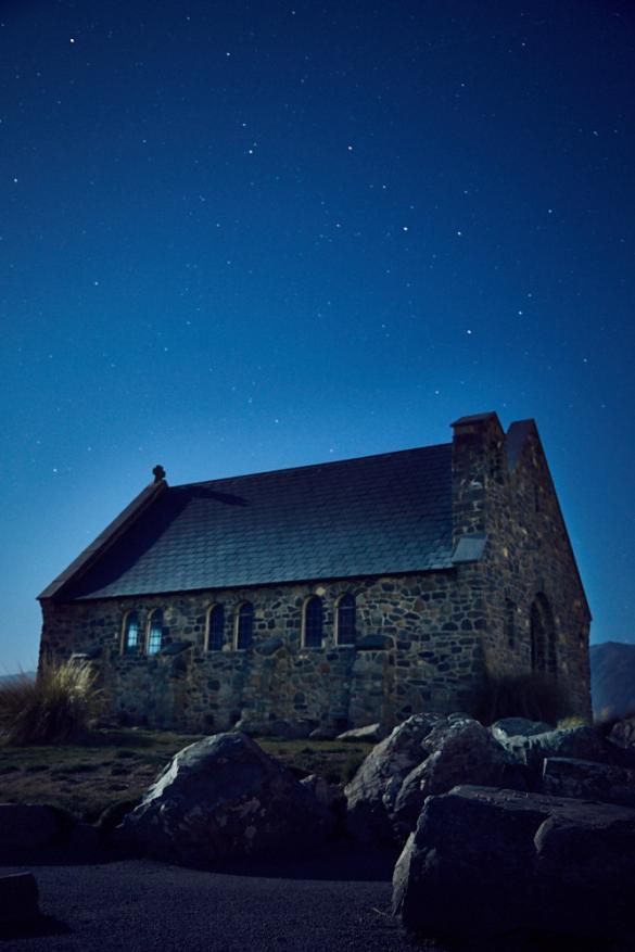 Church oft he good Shepherd, Kirche, des guten Schäfers, Wahrzeichen, Lake Tekapo, beruehmt, viele Touristen, nervig, Abendaufnahme, Nachtaufnahme, Sterne, Nacht