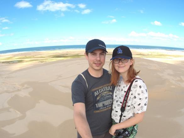 Ronnie, Chrisi, Miles and Shores, Reiseblog, Travelblog, Sanddünen, Australien, Roadtrip, Pärchen