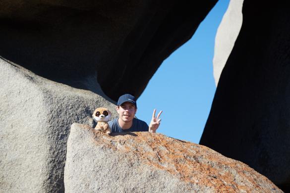 Ed, das Erdmännchen, Remarkable Rocks, Kangaroo Island, Australien, Roadtrip, Ronnie, Miles and Shores, Maskottchen, Reisemaskottchen