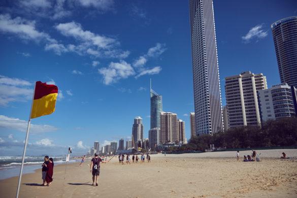 Gold Coast, Australien, Australia, roadtrip, Miles and Shores, Skyscraper, Hochhaus, Strand, beach, Meer, Sonne, Selfiestick, Selfie Stick, Ronnie, Reiseblog, travelblog, blog, travel, reisen