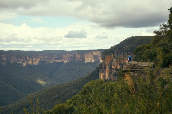 Ronnie, Miles and Shores, Ausblick, sitzend, view, mountains, Blue Mountains, travelblog