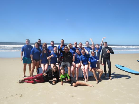 Surfkurs, lesson, surfen, surf, Byron Bay, Australien, Australia, Reiseblog, Reise, reisen, Urlaub, roadtrip, Miles and Shores, groupshot, Gruppenfoto, having a good time, schöne Zeit