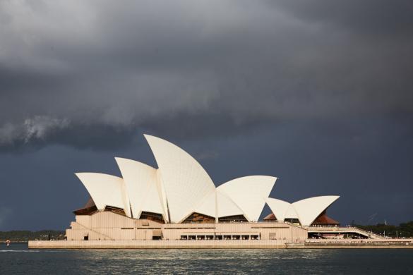 Sydney, Opera House, dunkler Himmel, düster, bewölkt