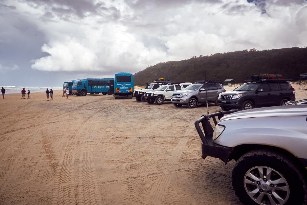 Fraser Island, Verkehr, Autos, Reisebusse, welche Tour, welcher Ausflug, UNIQUE tours, Autobahn, highway,