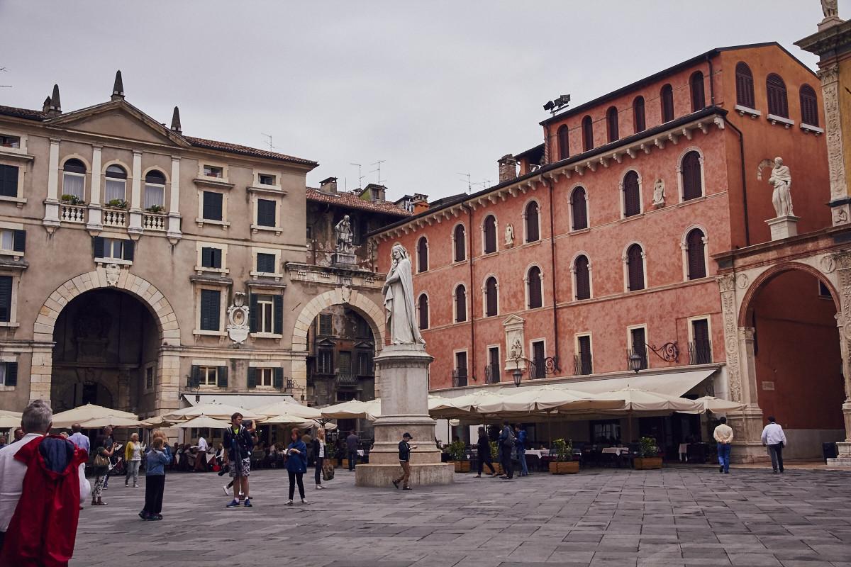 Verona, Italien, Stadt, Städtetrip, Architektur, Häuser, Gebäude, regnerischer Tag, things to do, Gardasee
