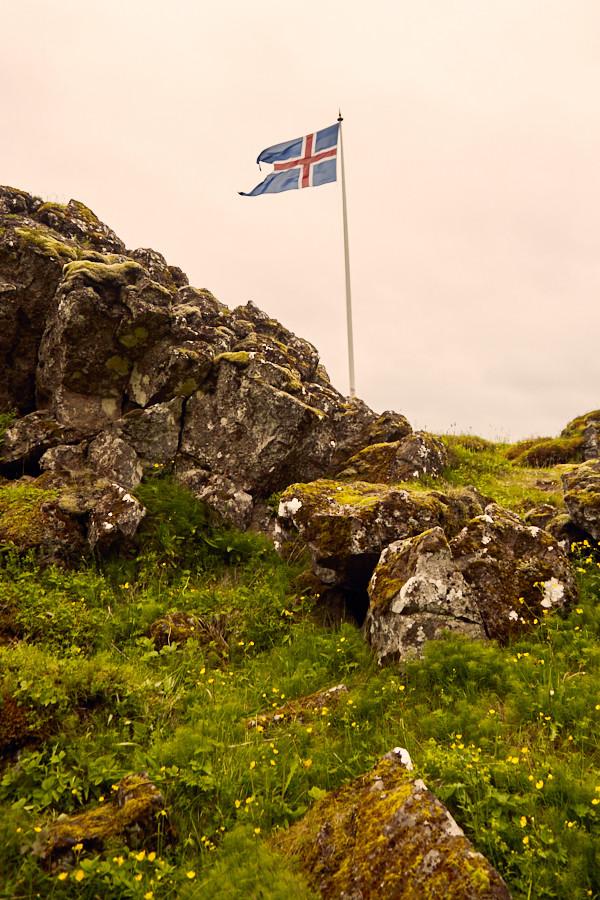Island, Flagge, flag, iceland, wehend im Wind, Reiseblog, reiseblogger, travelblog, rundreise, roadtrip