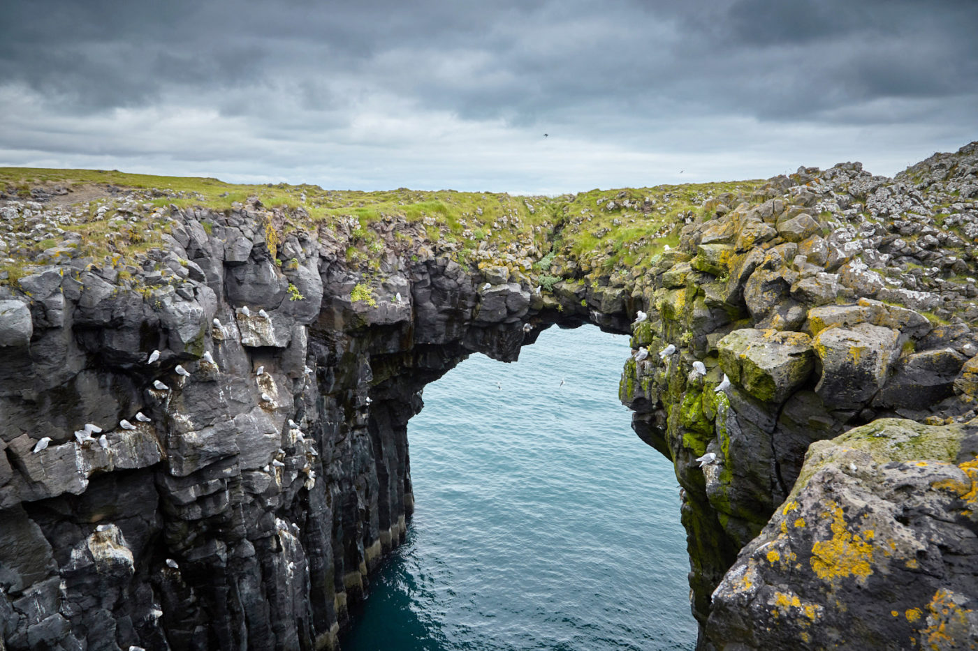 Anarstapi, Torbogen, Steinbogen, stone bridge, Iceland, Island, Snaeffelsnes, coastline,