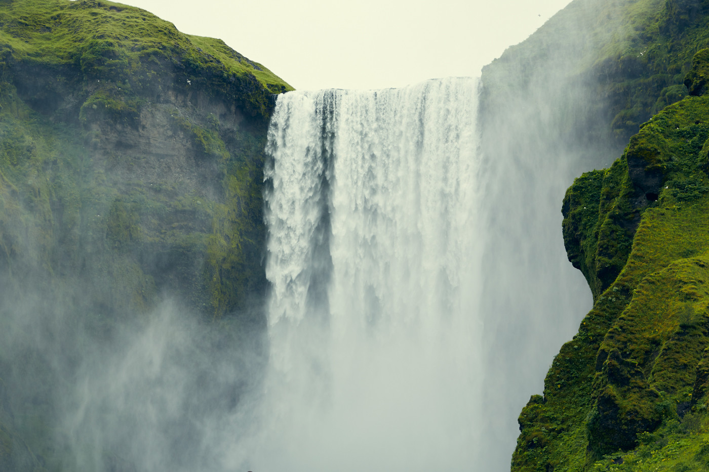 Skogafoss, Wasserfall, waterfall, Island, berühmt, famous, bucketlist, gigantisch, groß, Roadtrip, Rundreise, Miles and Shores,
