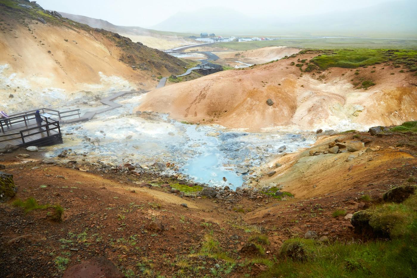 Krysuvik, geothermal Area, geothermales Gebiet, Reykjavik, Island, Iceland, Reiseblog, Miles and Shores, Reiseblogger, Travelblog, Was tun an einem Regentag in Island, Schlammquellen, heiss, heiß, dampf, dampfend, heiße Quellen,