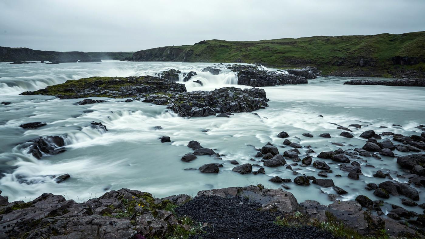 Urridafoss, Wasserfall, Iceland, Island, Rundreise, Roadtrip, thigns to do on a rainy day in Iceland, was tun an einem Regentag in Island, regnerisch, waterfall, Miles and Shores, Reiseblogger, Langzeitbelichtung