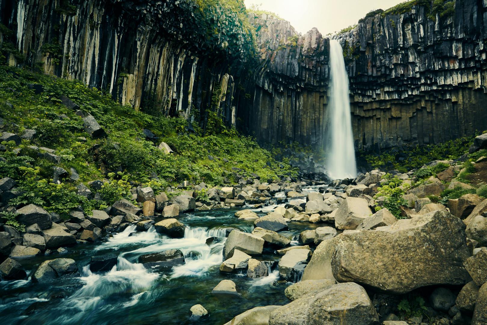 svartifoss, wasserfall, waterfall, iceland, island, roadtrip, rundreise, must see, bucketlist, miles and shores, reiseblog, reiseblogger