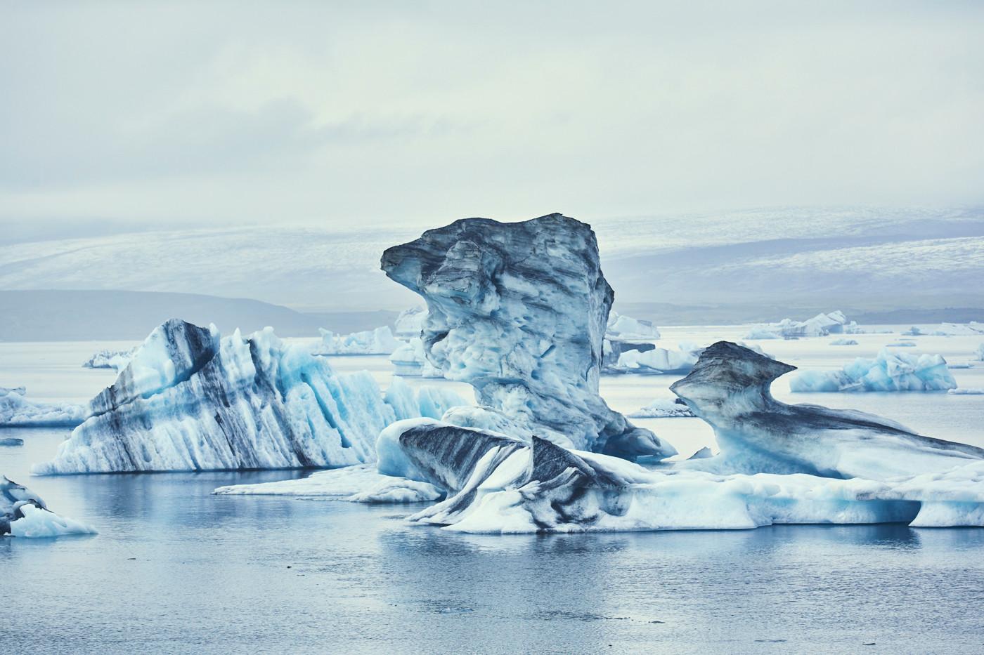 Jökulsárlón, eissee, ice lagoon, ice lake, lagoon, eis, eisschollen, gletschereis, bootstouren, reiseblog, reiseblogger, miles and shores, eisberg, vulkanasche in gletschereis