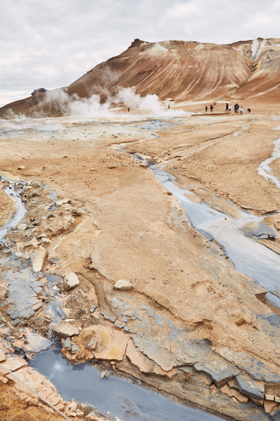 dampfende Quellen im Hverir Thermalgebiet im Nord-Osten von Island