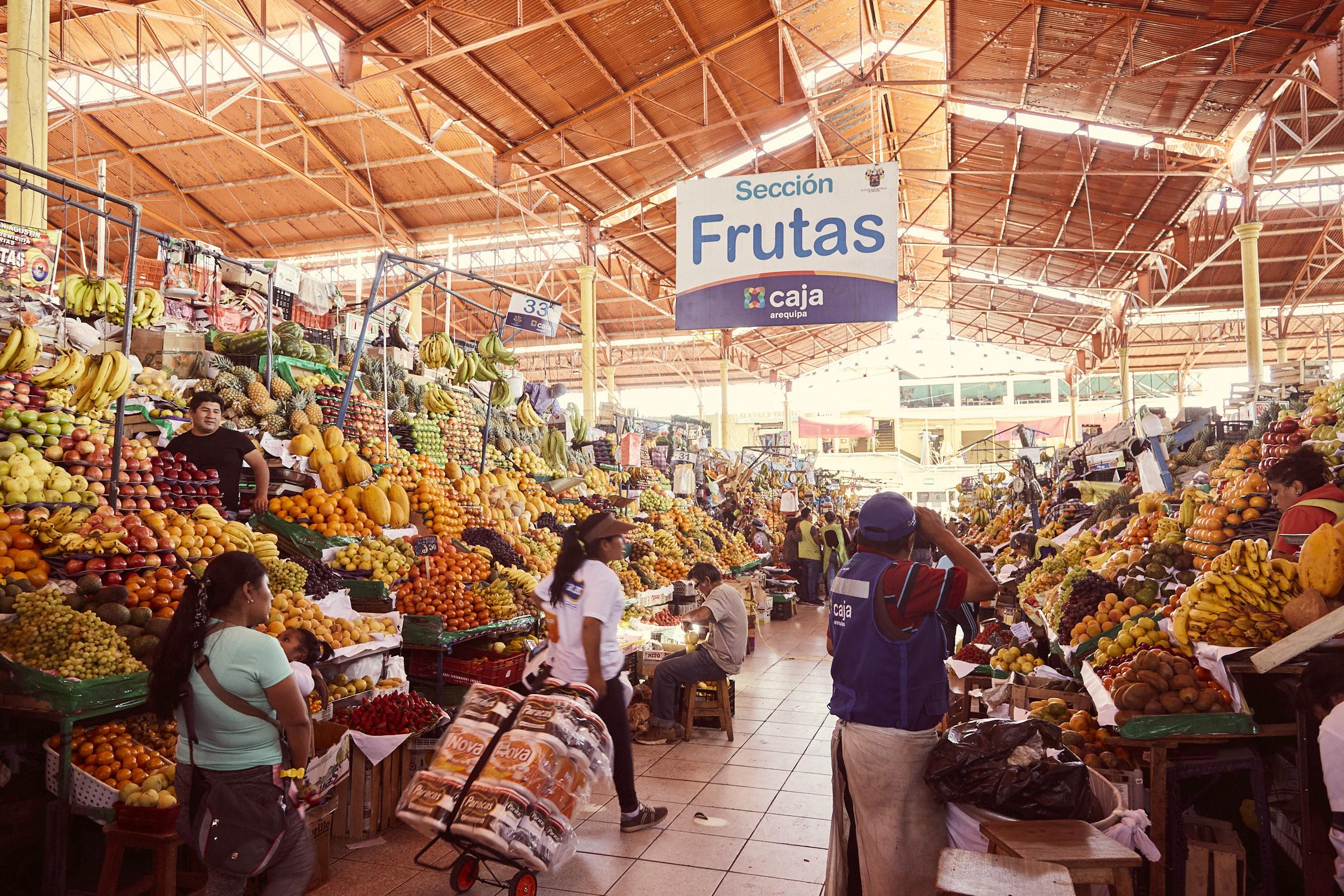 Die Obstabteilung des San Camilo Markets