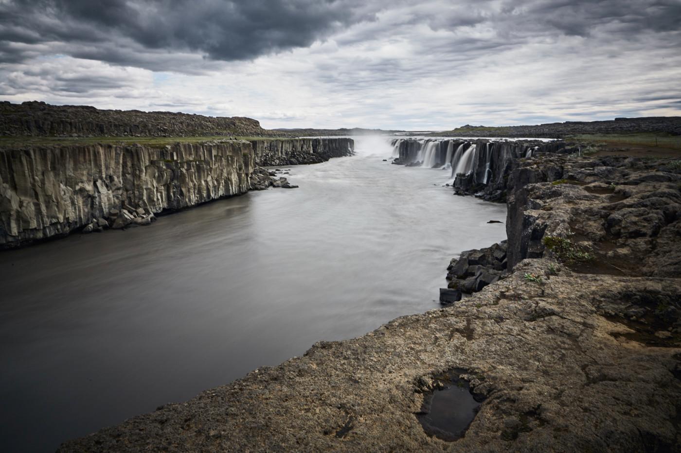 Der Selfoss Wasserfall in seiner Ganzen Pracht. Nur etwa 2 Stunden von Akureyri entfernt. Von der Ostseite aufgenommen.