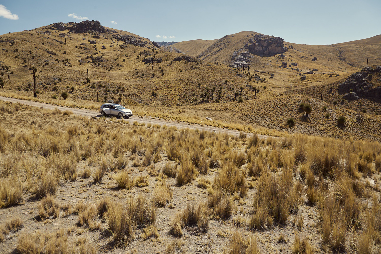 mietauto in peru auf offroad strecke in den Anden, wunderschöne Landschaft, unser Mietauto in Peru, unsere Route vom Peru Roadtrip
