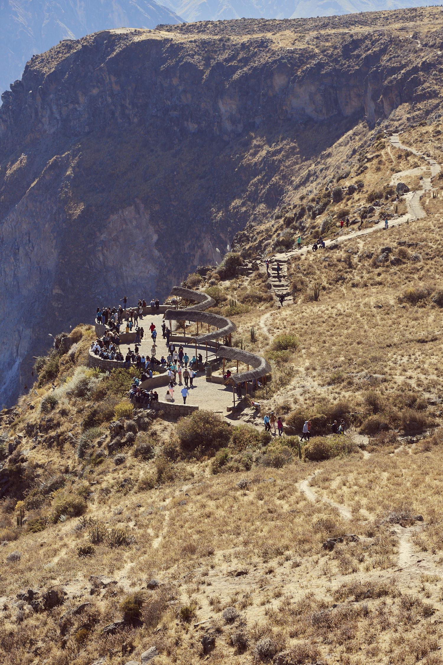 Die untere Plattform beim Cruz del Conodor beim Colca Canyon in Peru