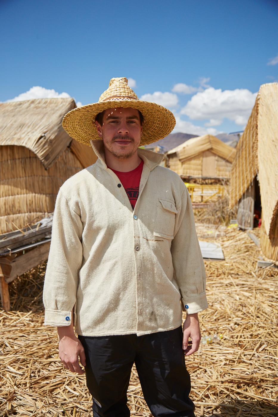 Ronnie in traditioneller Peruanischer Kleidung bei unserem Besuch auf den Uros Inseln