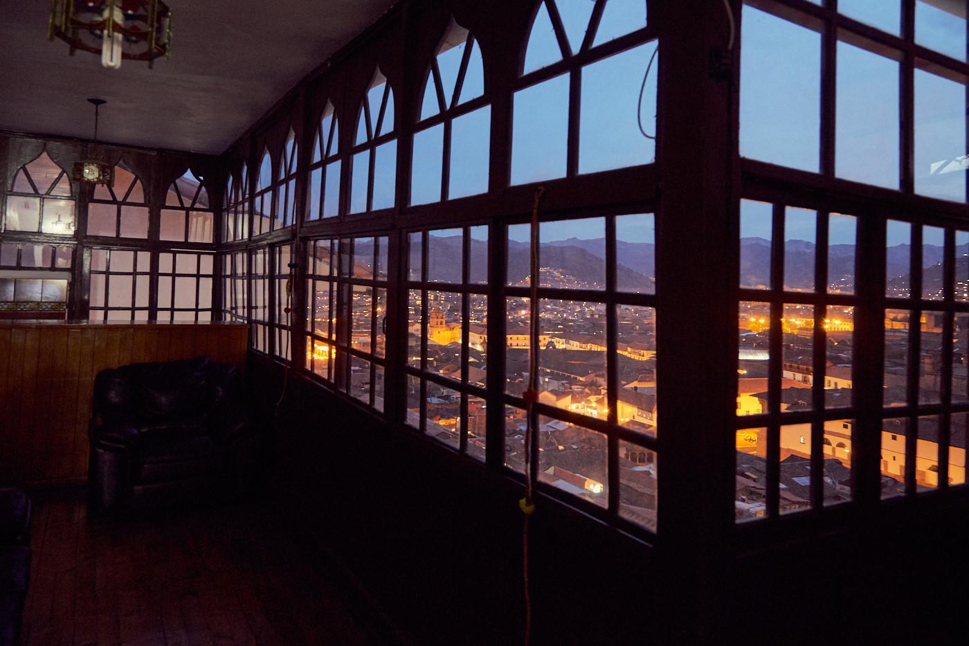 Sehr schönes altes Gewölbe in diesem Hotel in Peru. Ein toller Blick auf Cusco bei Nacht