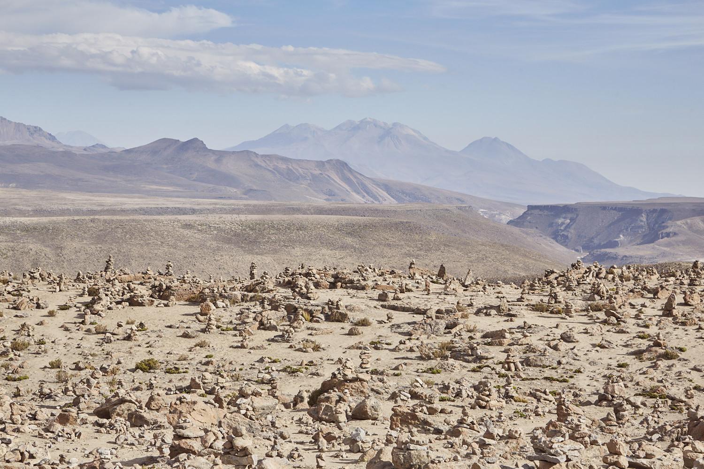 Der Mirador de los Andes auf der Strecke von Arequipa zum Colca Canyon. Es ist der höchste Punkt der Strecke mit einer Höhe von 4900 Höhenmetern! Sollten sich also erste Anzeichen der Höhenkrankheit bemerkbar machen, ist erhöhte Vorsicht geboten!