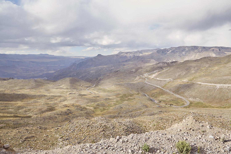 Die Strecke durch die peruanischen Anden, ein wunderschöner Ausblick, den man bei einem Peru Roadtrip des öfteren hat