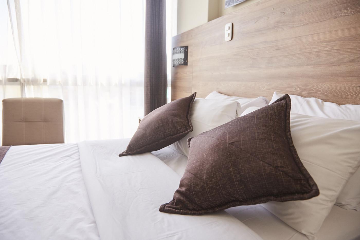 ein gemütliches Bett im Hotel in Arequipa. Hier erzählen wir dir von 9 Hotels in Peru