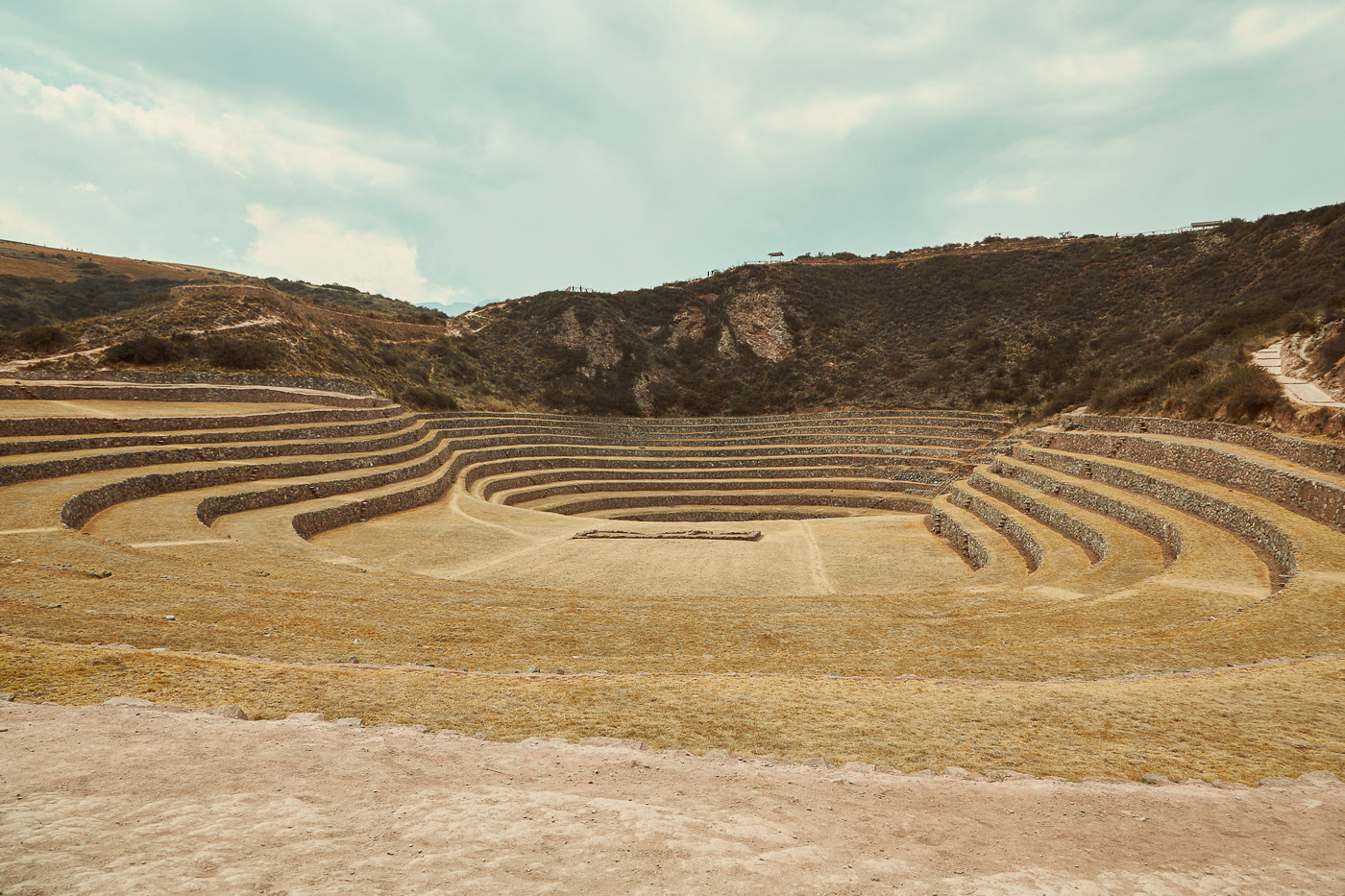 Die Inka Kultur zu ihrer Hochzeit. Warum nur hier die Terrassen rund angelegt sind, weiss man bis heute noch nicht genau