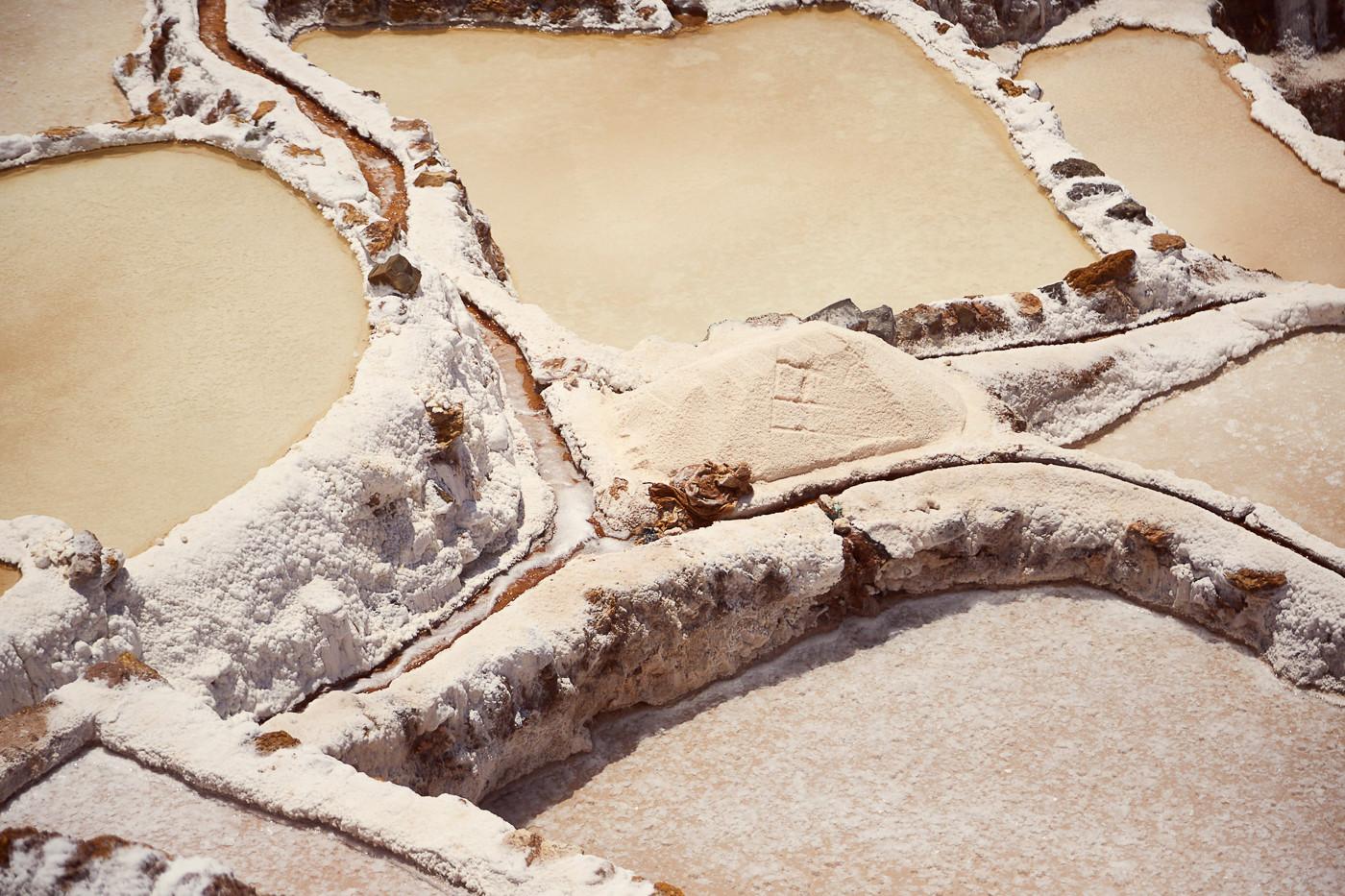 Die Felder der Maras Salzminen im Sacred Valley in Peru