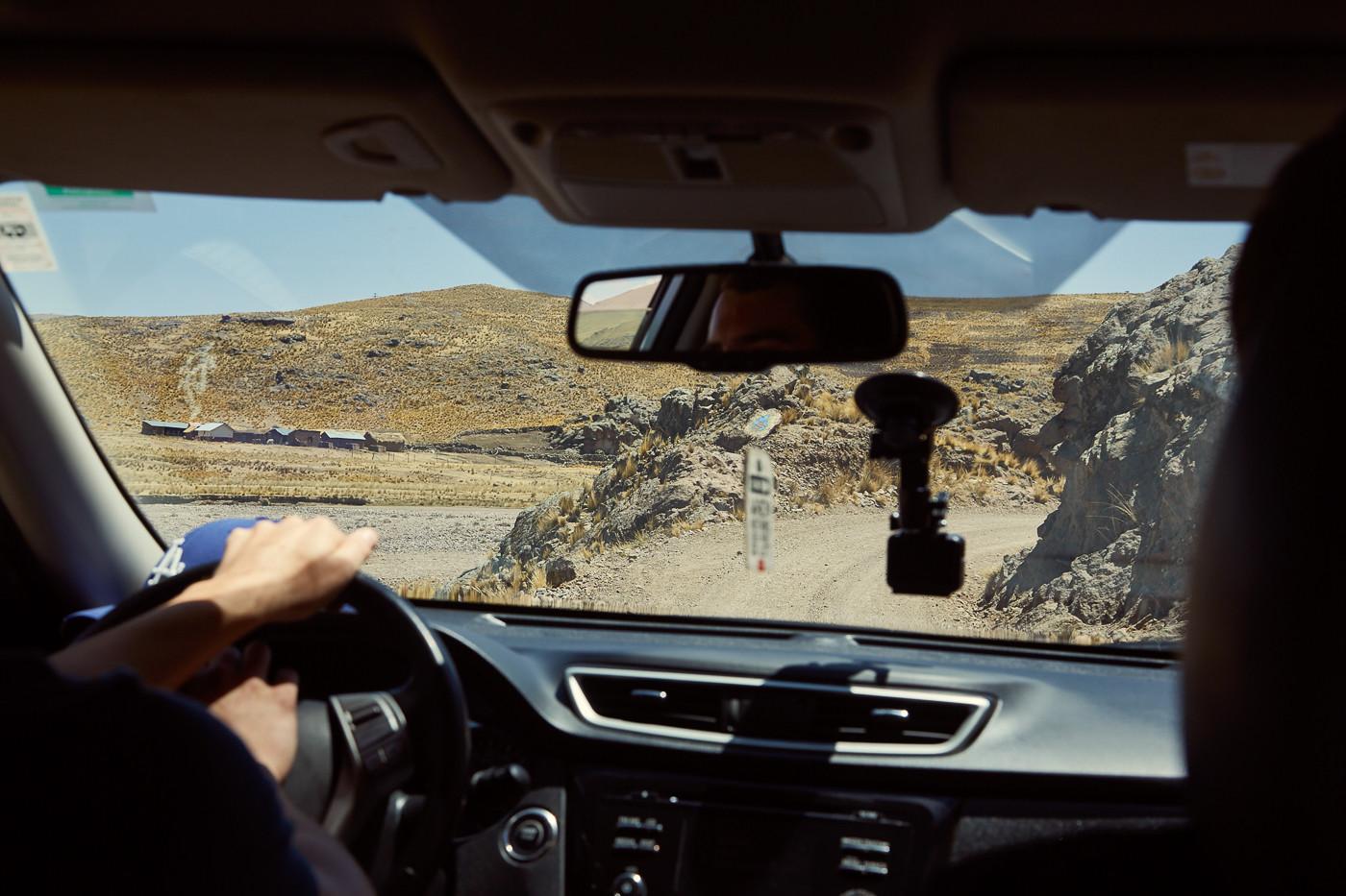 Das Autofahren in Peru ist abseits dei Hauptstraßen manchmal ein richtiges Abenteuer ins Ungewisse! Auf dieser Offroadpiste Richtung Cusco sind wir bis auf 4300 Höhenmeter auf Schotterpisten hinaufgefahren