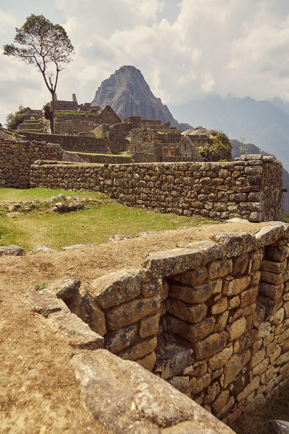 Die Anlagen von Machu Picchu sind wirklich beeindruckend. So richtig fassen kann man sie, finde ich, aber nur mit Guide. In unserem ultimativen Guide für Machu Picchu findest du alle wichtigen Infos für deinen Besuch in den Inka Ruinen