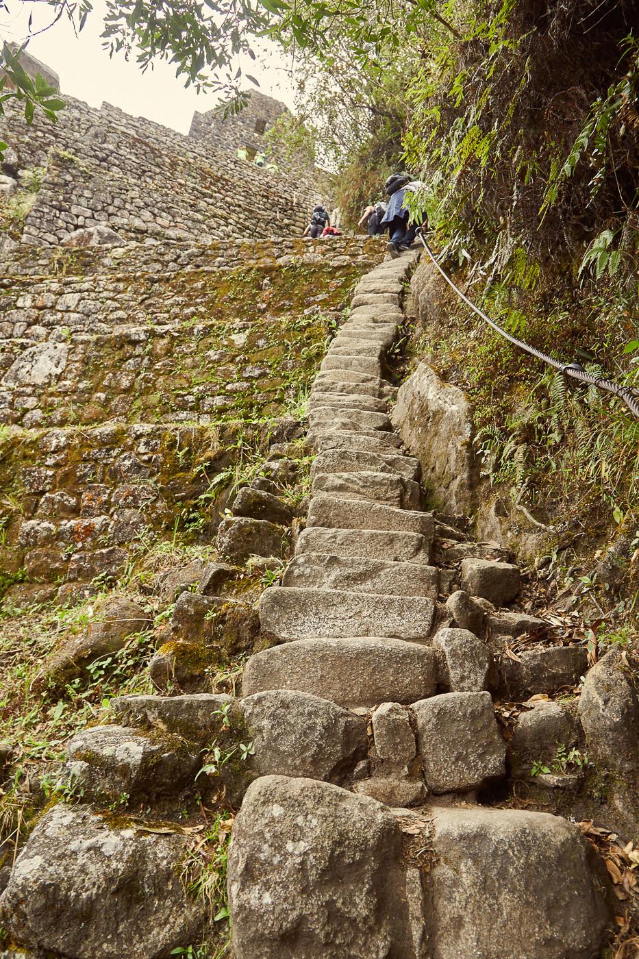 Die steilen Stufen hoch zum Huayna Picchu