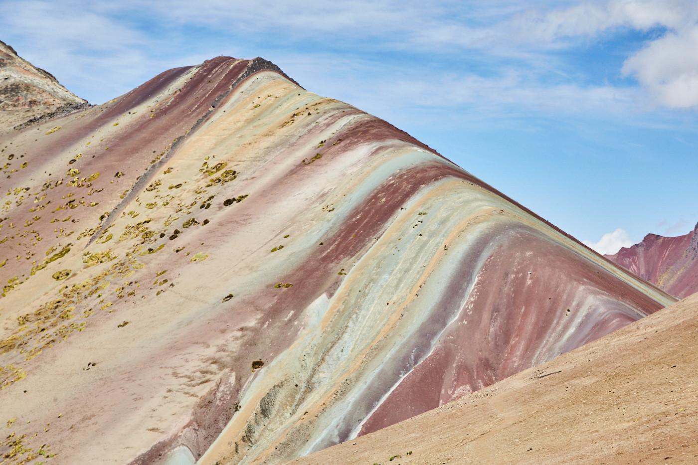 Der Rainbow Mountain in Peru steht bei vielen Peru Reisen mit auf der Wunschliste - lohnt es sichß