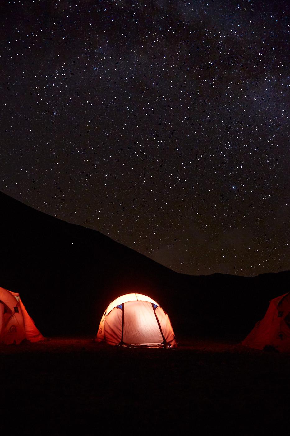 Zelten beim Rainbow Mountain im Red Valley in Peru