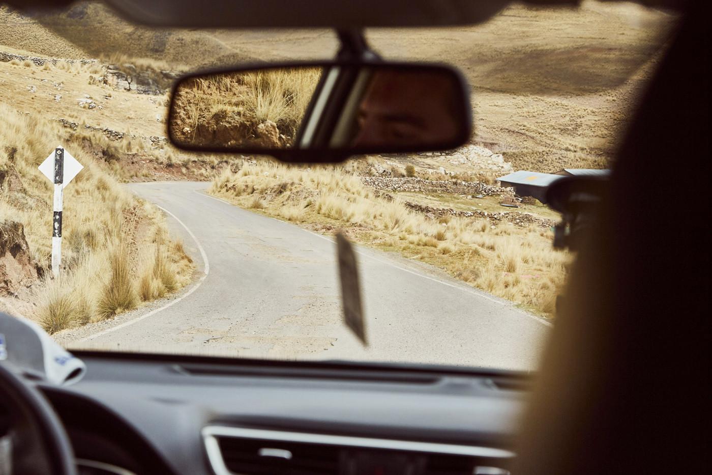 Abseits der Hauptstraßen kann es in Peru schonmal etwas holprig werden. Schlaglöcher säumen hier die Piste