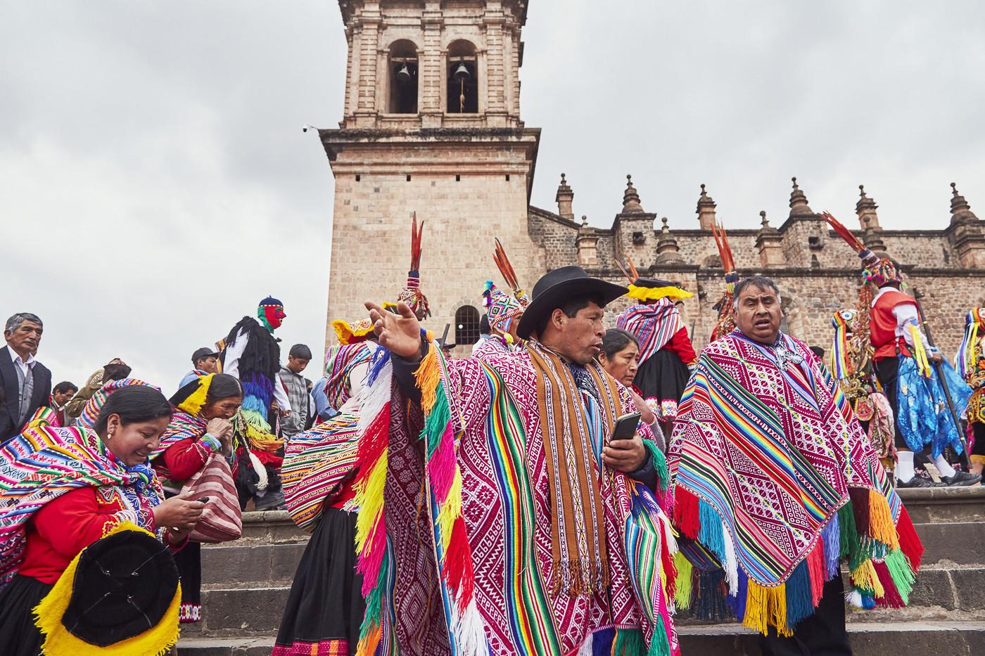 Feierlichkeiten in Peru: Umzug während der Fiesta del Señor de Huanca in Cusco