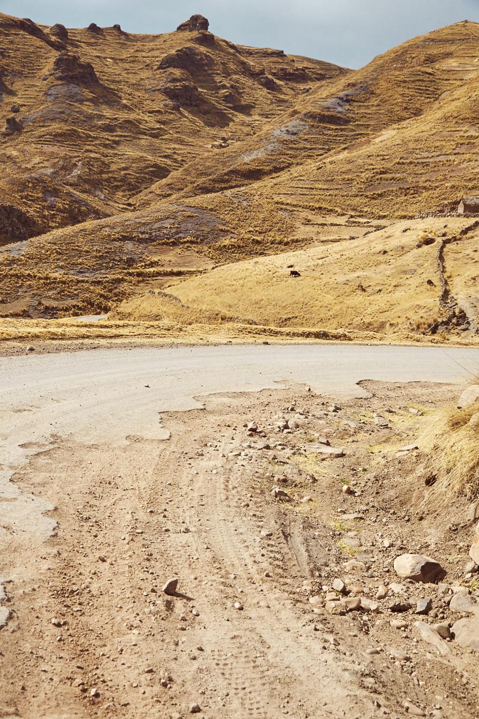 Kaputte Straßen, Schlaglöcher, Erdrutsche, Straßensperren. In Peru sollte man auf alles vorbereitet sein, obwohl sehr viel an Straßen und Infrastruktur gebaut wird