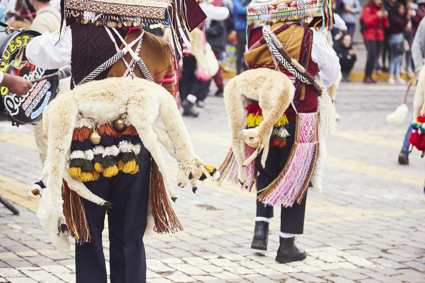Guanacos als Zierde der Kleidung - die Tiere werden in Peru verehrt