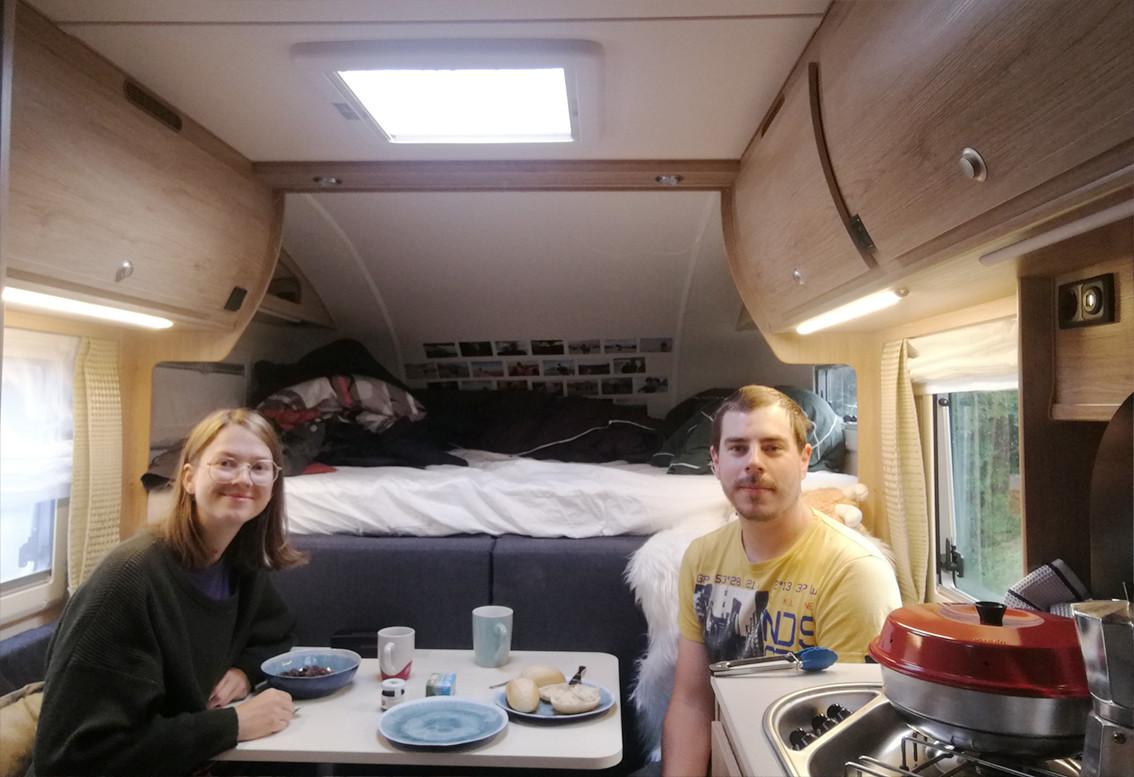 Unser erstes Frühstück im eigenen Pickup Camper