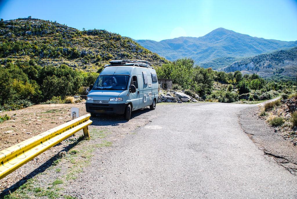 Bereits das dritte Wohnmobil haben Gerfried und Olya nun. Der blaue Camper war ihr zweites Gefährt, doch ändern sich die Lebensumstände, ändert sich auch das Fahrzeug